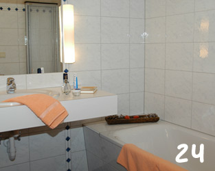 Haus Juliana Bad | Ensuite Bathroom