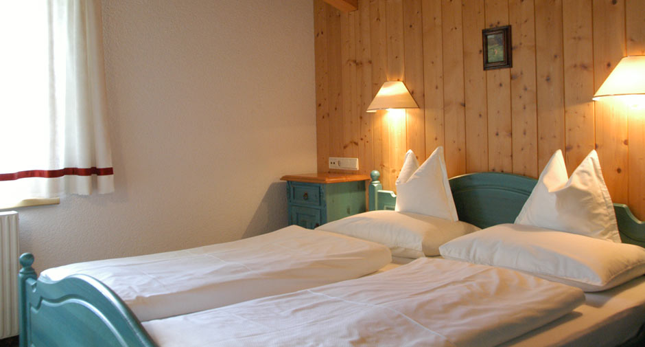Pension Lech Schlafzimmer | Winter Holiday Room